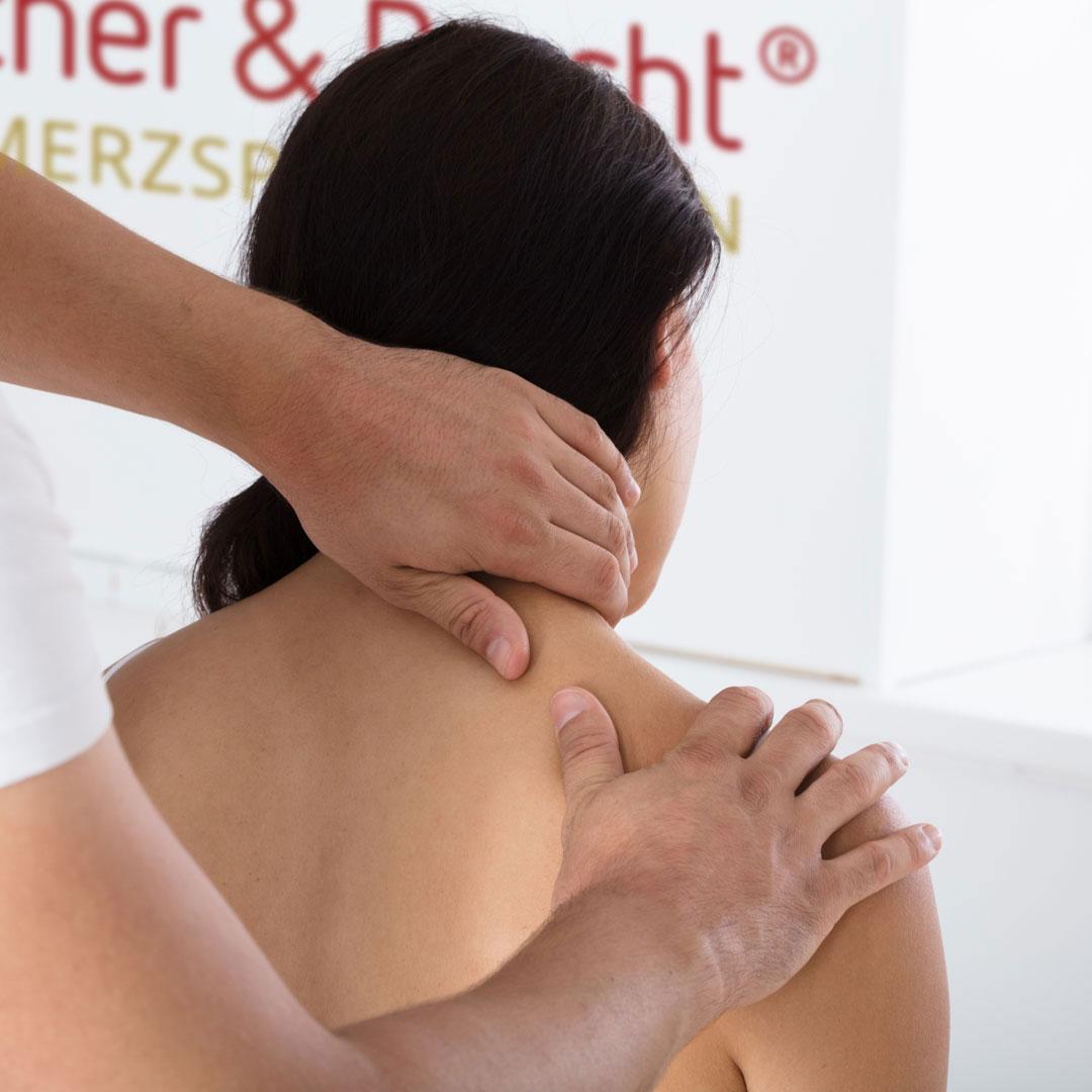 schmerztherapie simon und travel 02 - Schmerztherapie nach Liebscher & Bracht